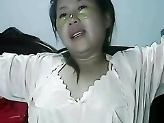 Wetting pussy of lonely Chinese Cougar