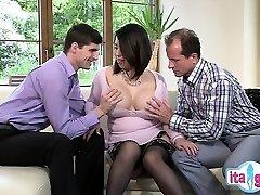 סקסית חובבנית גרון עמוק לבלוע