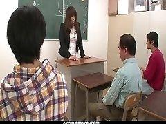 חצוף המורה על המהביל זין בבית הספר