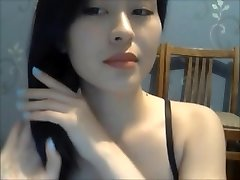 A Sexy Woman Show Her Nude Body On Cam 1