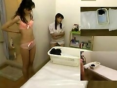 Massage hidden camera filmed a fuckslut providing handjob
