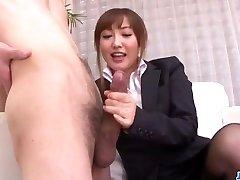 Mami Asakura office-eventyr med sjefen hennes
