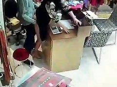 Proprietário chinês ter relações sexuais durante as horas de serviço