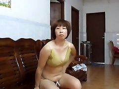 Chinese Amateur MILF Showing Off