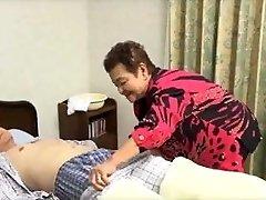 81yo japansk bestemor