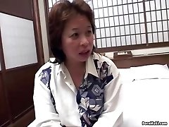 Asian mommy gets nailed