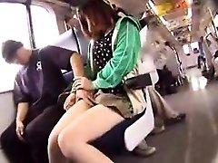 Adorable dekle z vroče noge postavlja svoje oralne spretnosti v actio