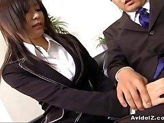 Sexy secretary Satomi Maeno deep-throats an gross cock