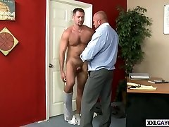 Well hung stud fucks tight ass