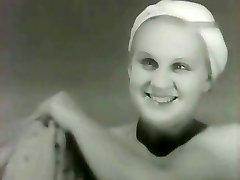 Olga Zhizneva - Strogiy yunosha (1936)