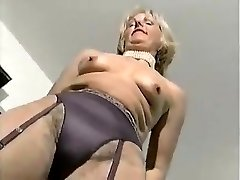 MATURE TRENDY DOLL 2