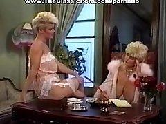 Fuckpole worshipped by retro busty female