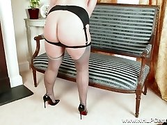 Bodacious blonde masturbates in handsome grey nylons and high heels