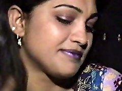 Lahori HEERA MANDI punjabi pakistani dame in 3some