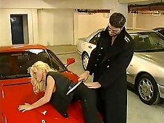 Kelly Trump 00 Platinum-blonde