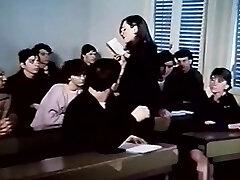 Karvainen huoria nussinut koko pituus 80-luvun retro porno elokuva