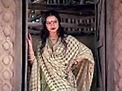 bollywood actress rekha tells how to make romp