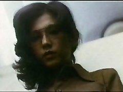 Female Teacher : Guy Hunting (1975)
