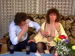 Juicy mature has fun with youthful paramour