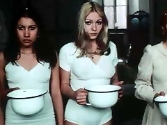 Salo best clothespins - 1975 - Dormitory scene
