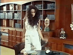 KARMA CHAMELEON - 80's English fur covered beauty striptease dance