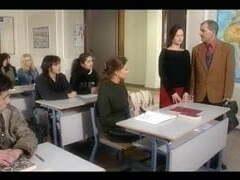 Director de instituto folla con una estudiante
