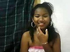 webcam avec une petite malgache aux seins parfaits
