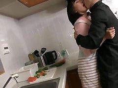 mature japonaise en manque baisee par stepson gendre