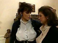 Zwei Frauen Strapontest