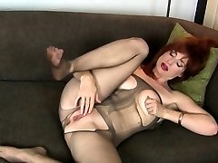American milf Joclyn stuffs her vagina with nylon pantyhose