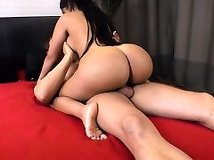 Sizzling Venezuelan stunner Kesha Ortega enjoys face sitting and pussy pounding