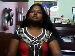 Chennai aunty shoowing her hot figure with tamil audio