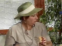 film viejas zorras cubiertas de leche