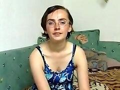 Laid collège fille avec saggy seins dans casting (allemand)