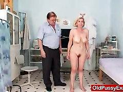 Unshaved twat mother Tamara embarrassing therapist examination
