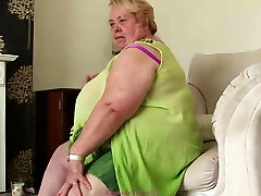 sykelig overvektige bestemor strimler for oss