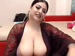 Big chubby Indian plays with her cootchie on cam