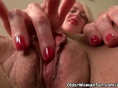 Yankee milf Eva Griffin fingers her nyloned wet puss
