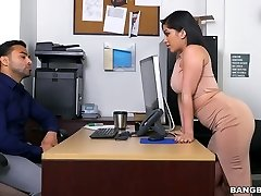 Tasty curvaceous babe Kitty Caprice fucked brutally in a doggy position