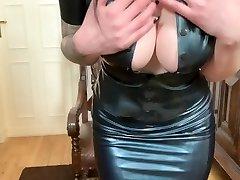 Pussysprengung mit Bad Dragon Fuck Stick & im neuen Latex Outfit
