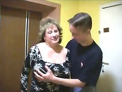 Mature BBW With Two Youngers Boys In The Lift.