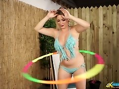 Buxom Cougar Penny L hula hooping completely naked