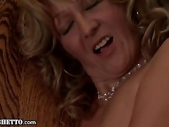 Granny gets Buttfucked and gives Assjob
