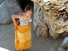 Round teen with flawless titts on beach