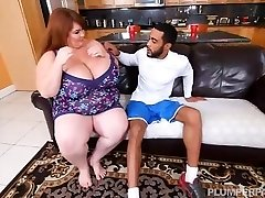 Super-sexy SSBBW Lexxi Luxe Feeds Stallion Breakfast and Hooters