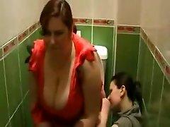 Toilet farts