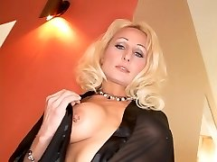 Kinky blonde takes a giant one up her ass