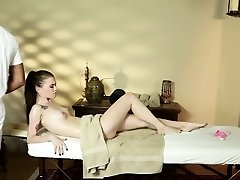 Honey face fucks masseur