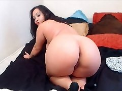 Chubby BBW black-haired shows us her ass in high stilettos.
