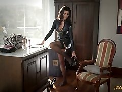 Sexy mommy in latex Ania Kinski gets boinked properly